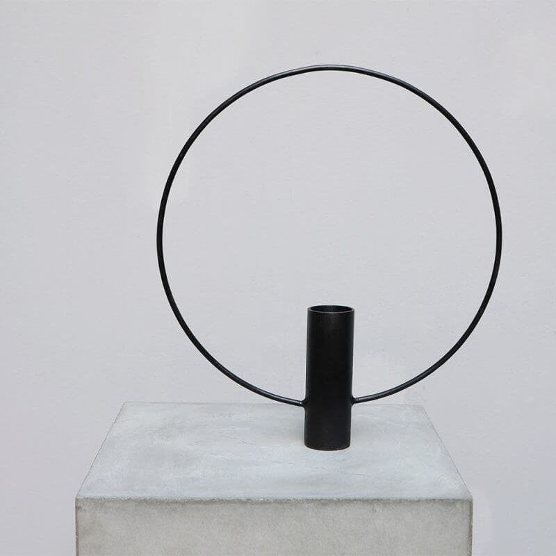 Iron candle holder with circle decoration for minimalistic home decor