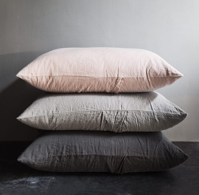 Pillows in linen by Society Limonta