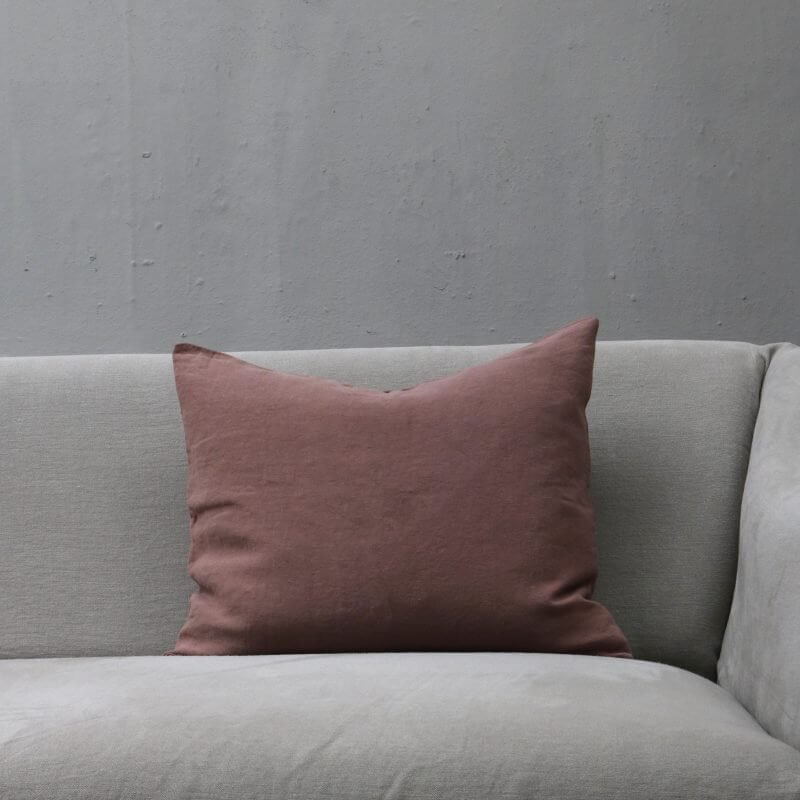 Antico dark powder pillow in linen by Society Limonta
