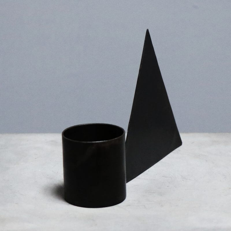 tealight holder with triangle for decoration in iron