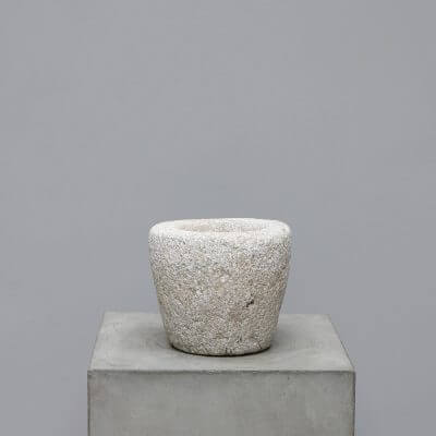 Pot in solid stone to be used as planter